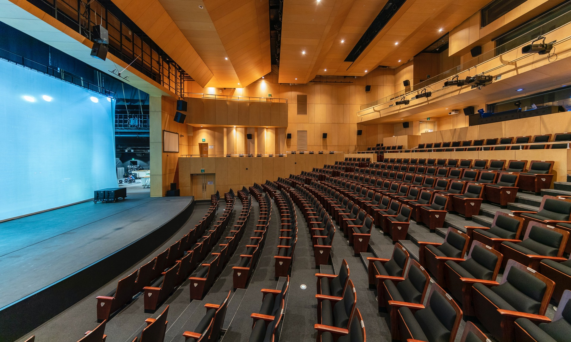 Badgy - Témoignage de Lombard International Assurance sur la création de badges évènementiels - Visuel d'auditorium