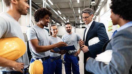 Réunion regroupant plusieurs salariés identifiés grâce à des badges d'entreprise Badgy